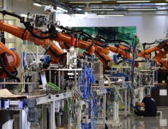 Új távlatok nyílnak: robotokkal fejlesztik az autóipart Bercelen