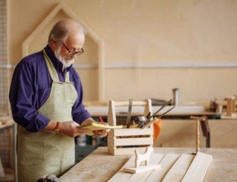 Nyugdíj mellett a munkaerőpiacon: pró, kontra